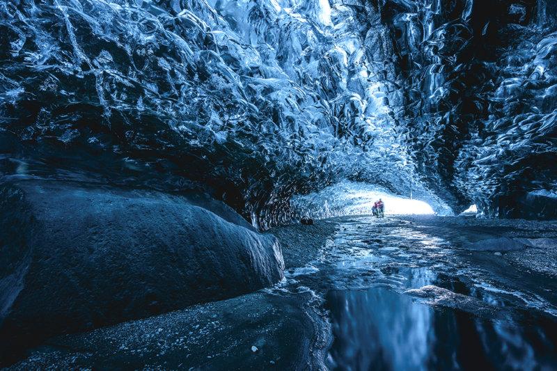 アイスランドにある「氷の洞窟」が美しい!! ヴァトナヨークトル国立公園のスーパーブルーの絶景を見に行こう!