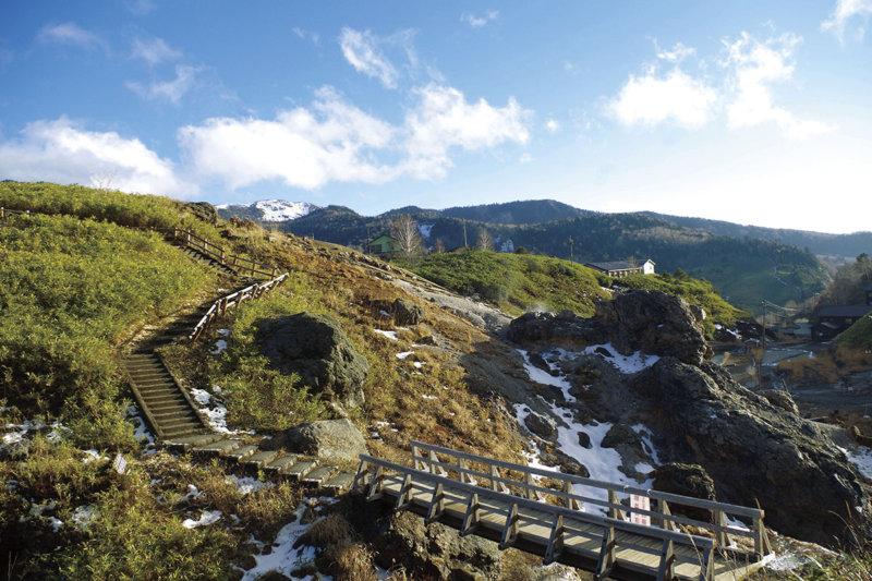 日本有数の硫黄濃度を誇る群馬県・万座温泉で絶景と癒やしを堪能しよう!