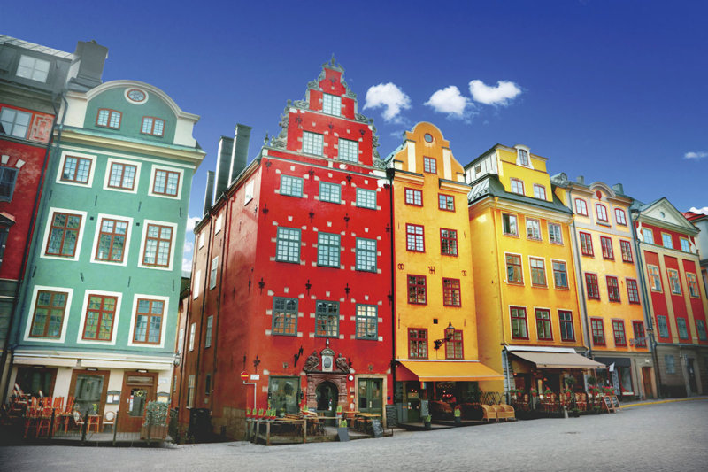 スウェーデン・ストックホルムの旧市街「ガムラスタン」の歴史ある街並みが素敵すぎる!!
