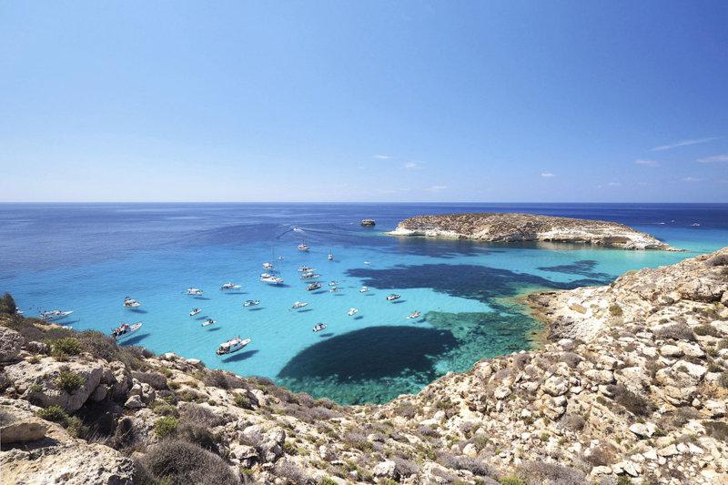 一生に一度は見てみたい!イタリア・ランペドゥーザ島の「空飛ぶ船」の絶景