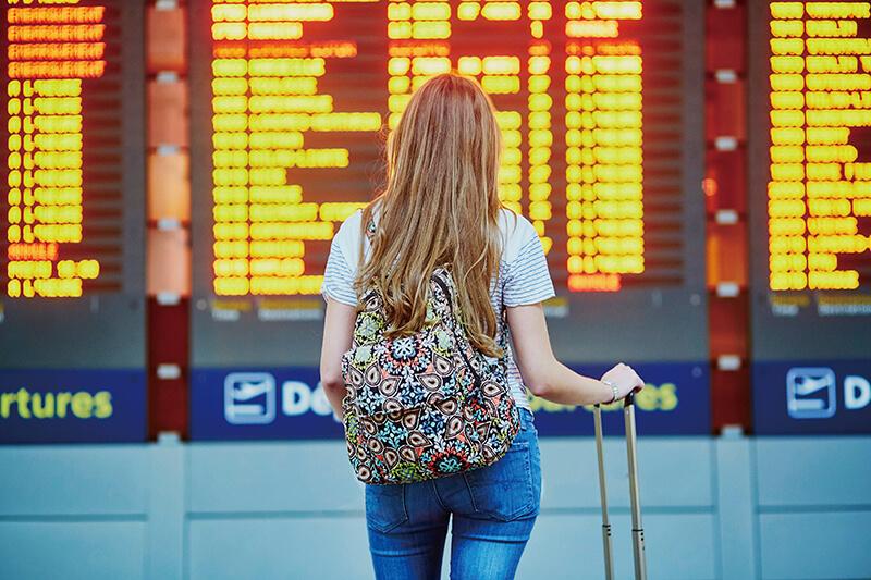 空港 女性(イメージ)