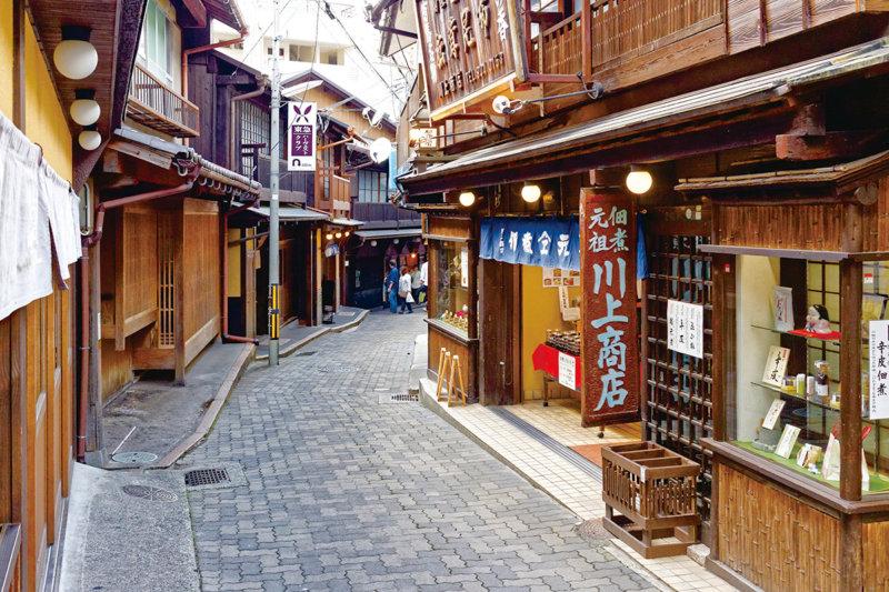 日本最古の湯のひとつ。兵庫県の名湯「有馬温泉」で外湯めぐり! 金泉と銀泉を満喫しよう!!