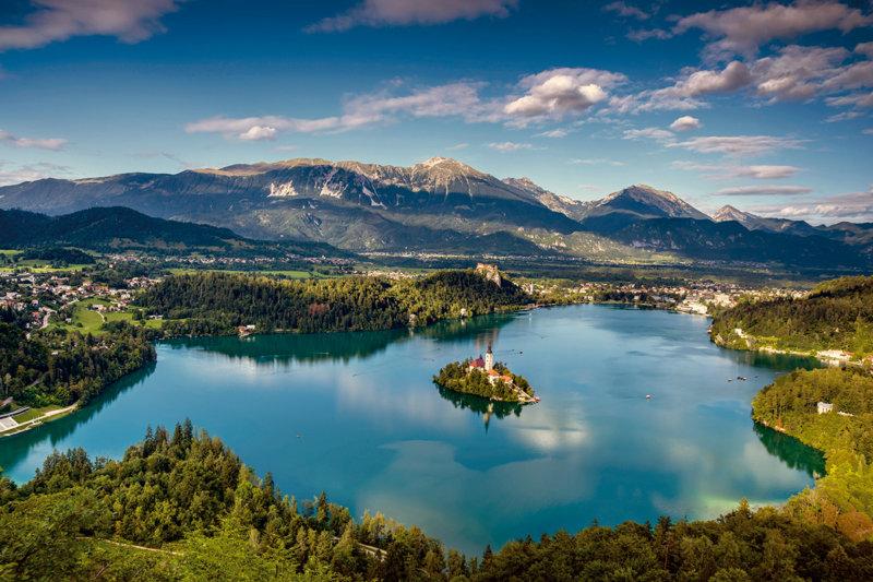 まるでおとぎ話の世界!! 「アルプスの瞳」と呼ばれるスロベニアの絶景・ブレッド湖