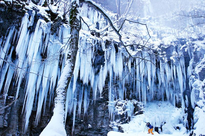 スッカン沢の氷瀑
