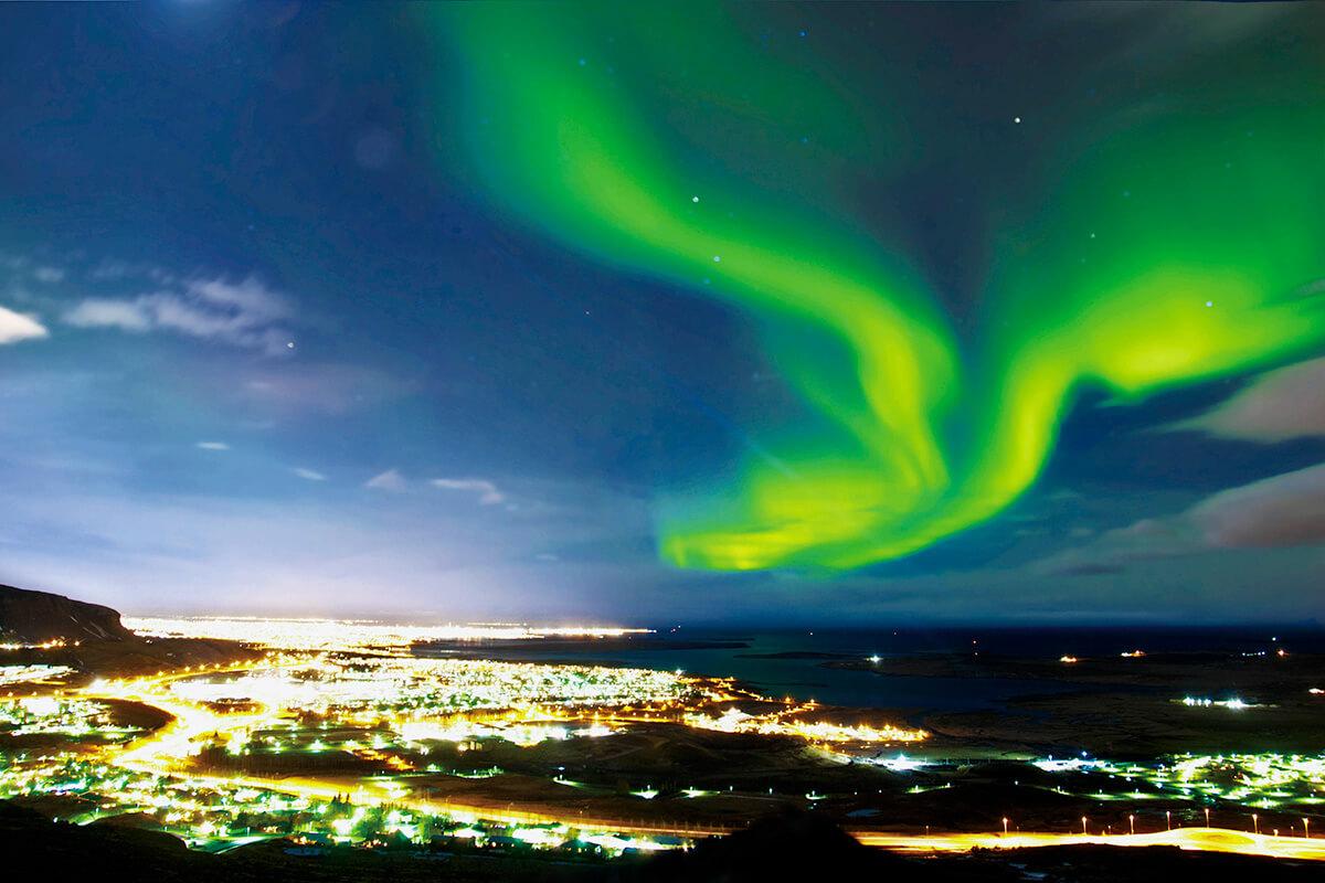 アイスランド レイキャビクのオーロラ