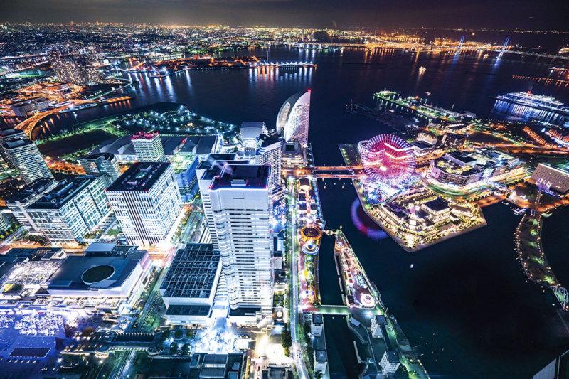 神奈川県横浜の冬のデートスポットの定番。 夜景とイルミネーション輝く「横浜みなとみらい21」