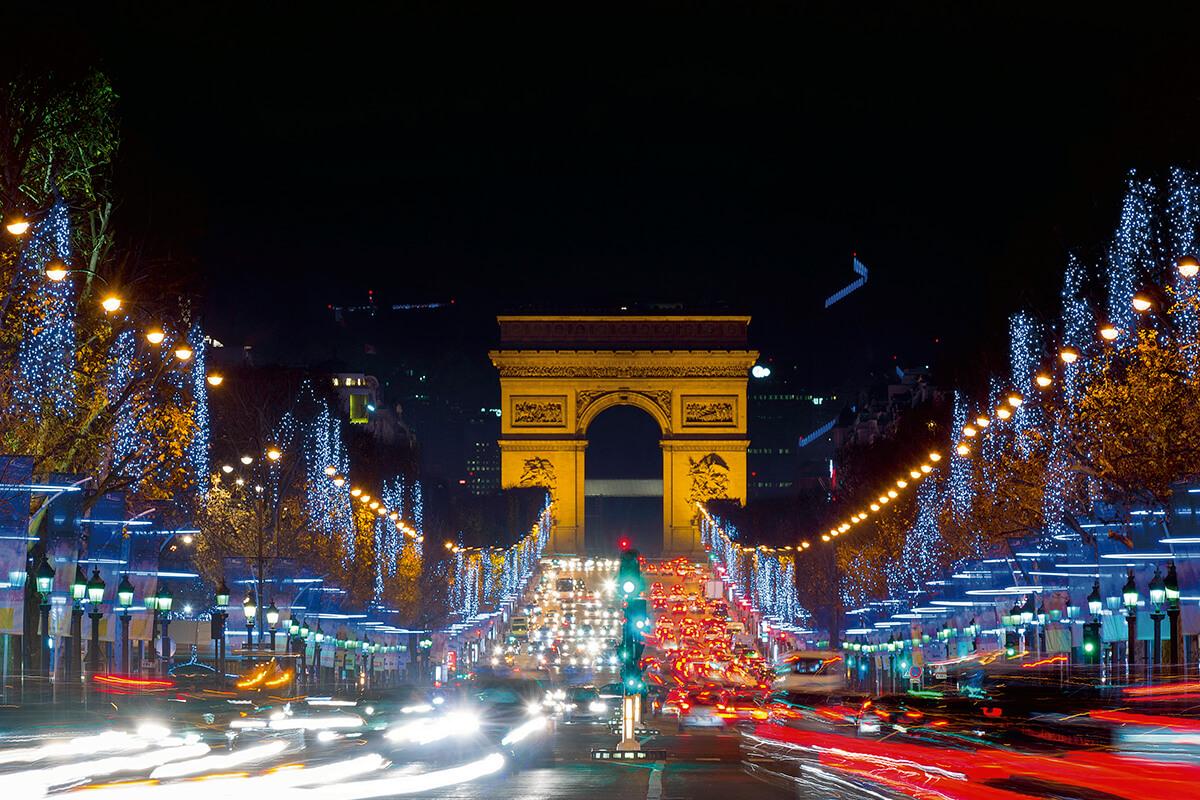 凱旋門とシャンゼリゼ通り