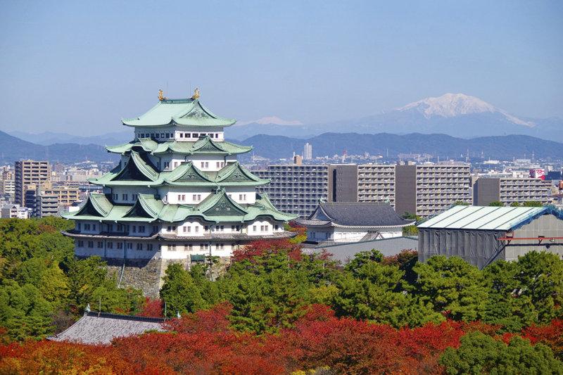 愛知県名古屋のシンボル名古屋城で紅葉を楽しむ! 見頃の時期やフォトスポットはどこ?