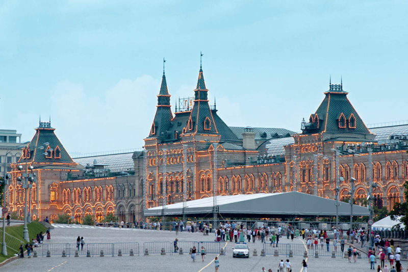 ロシア・モスクワ 赤の広場に面した、高級デパート「グム百貨店」が美しい!