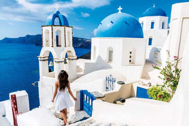 一生に一度は訪れたい!! エーゲ海に煌めく美しい島「サントリーニ島」