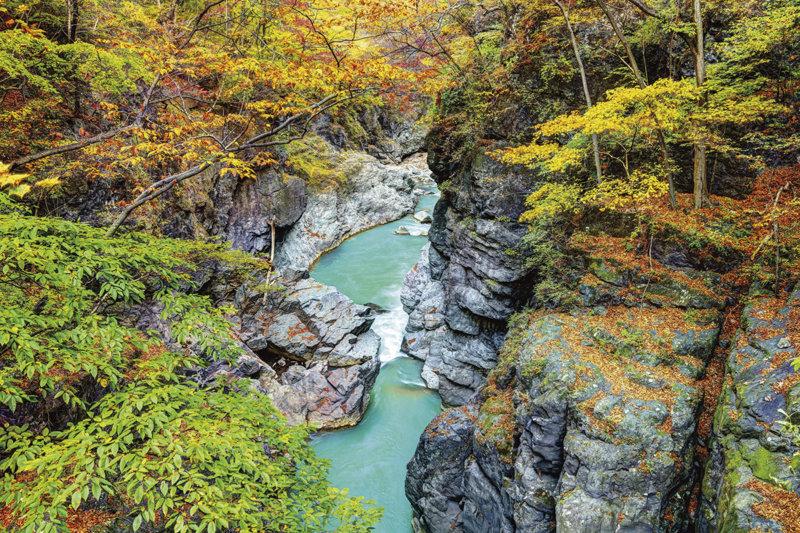 紅葉が映える渓谷美! 群馬県の国指定名勝地「吾妻峡」に行ってみよう!