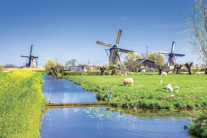 立ち並ぶ風車がフォトジェニック!! オランダの世界遺産「キンデルダイクの風車網」