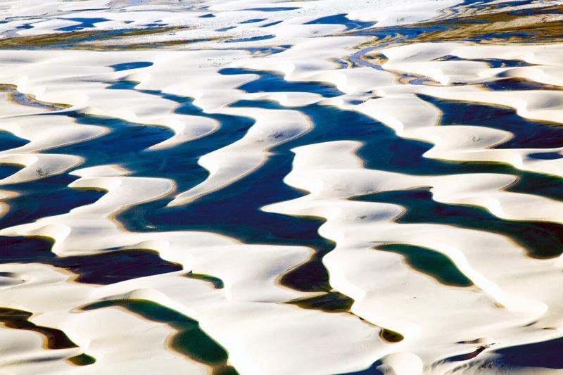 一生に一度は見たい絶景!! ブラジルの白砂漠「レンソイス・マラニャンセス国立公園」