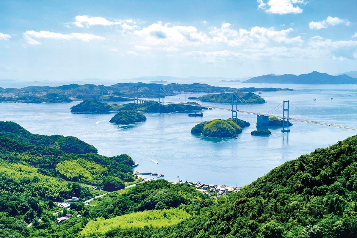 瀬戸内しまなみ海道 亀老山展望台から望む来島海峡大橋