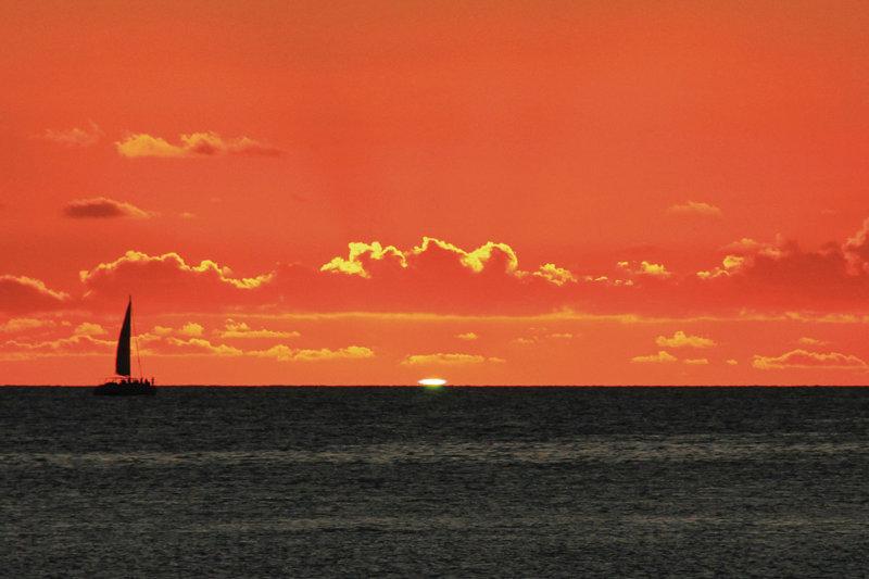 夕日が放つ神秘的な緑の閃光!! おすすめのグリーンフラッシュ観測スポット4選
