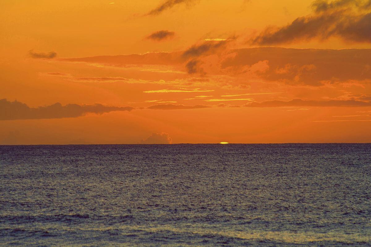 ハワイ マウイ島 グリーンフラッシュ(イメージ)