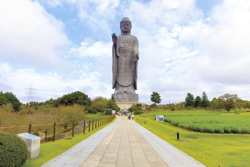 世界最大の青銅製立像!! 茨城県牛久市の「牛久大仏」へ行ってみよう!