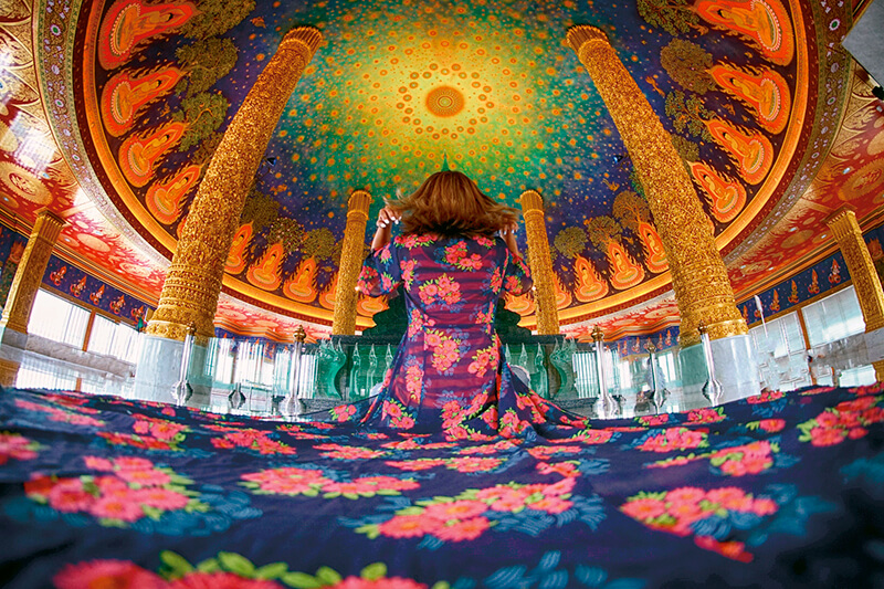 一度は見てみたいエメラルド色の天井画!! タイ・バンコクの「ワット・パークナム」へ行こう。