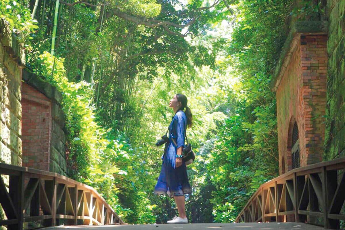 猿島観光に来た女性(イメージ)