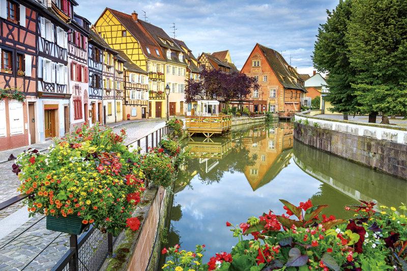 フランス・アルザス地方を代表する町コルマールで満喫!! 花と運河が可愛いおしゃれな町並み