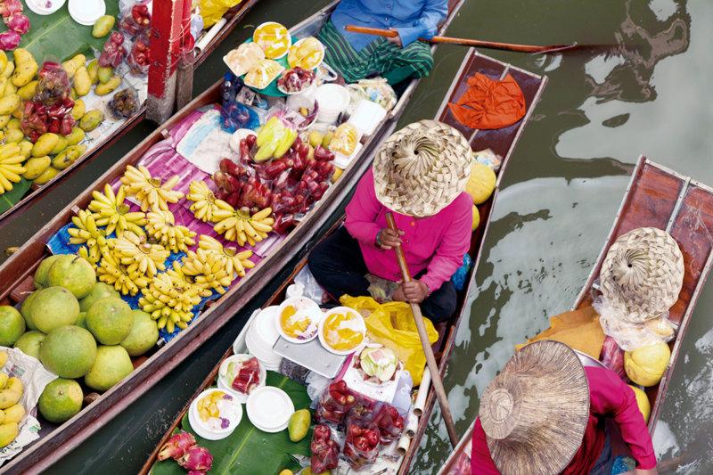 タイに行くならマストで行こう!! カラフルでエキゾチックな水上マーケットを楽しもう。