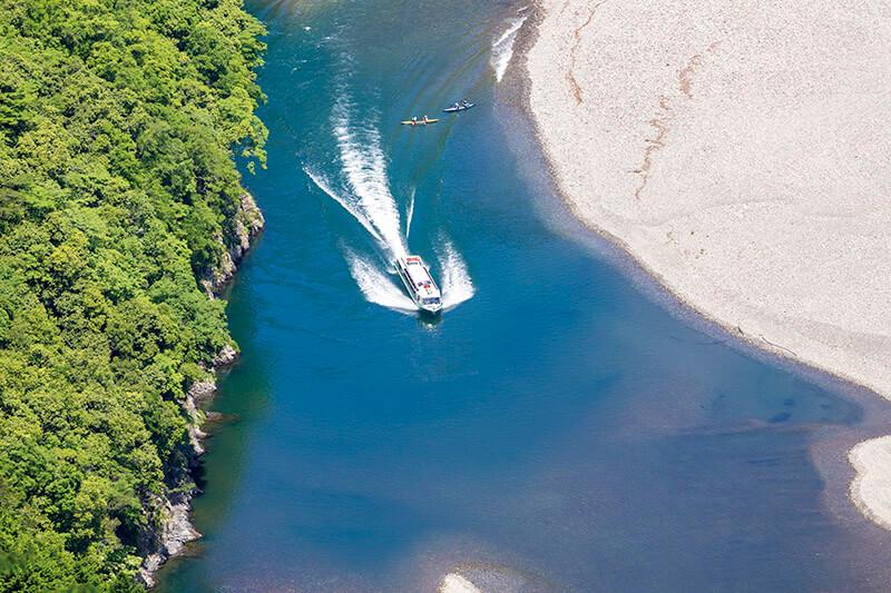 北山川を走るウォータージェット船