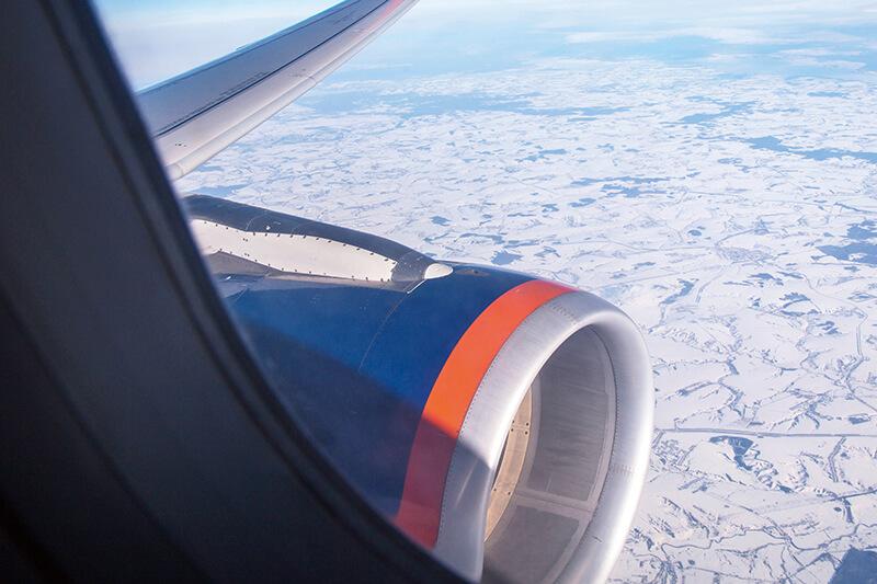 飛行機 前方 エンジン付近