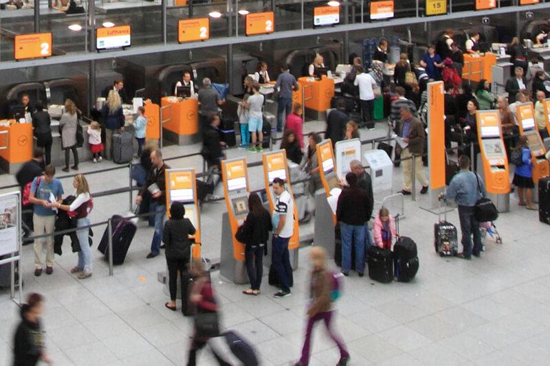 空港 チェックインカウンター