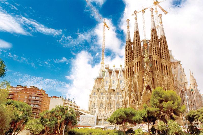 スペイン・バルセロナ旅行の参考に!! 世界遺産 ガウディ建築を見に行こう。