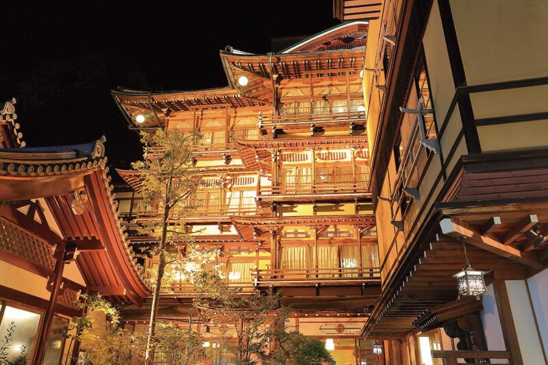 長野県・渋温泉のレトロな旅館「歴史の宿 金具屋」で風情ある温泉旅行を楽しもう