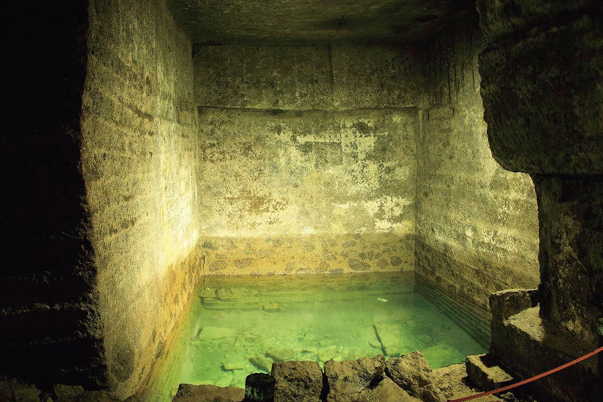 伊豆 室岩洞・石切り場跡