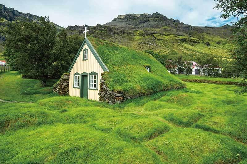 屋根が芝生!? アイスランドの伝統的な住居「芝生の家」とは?