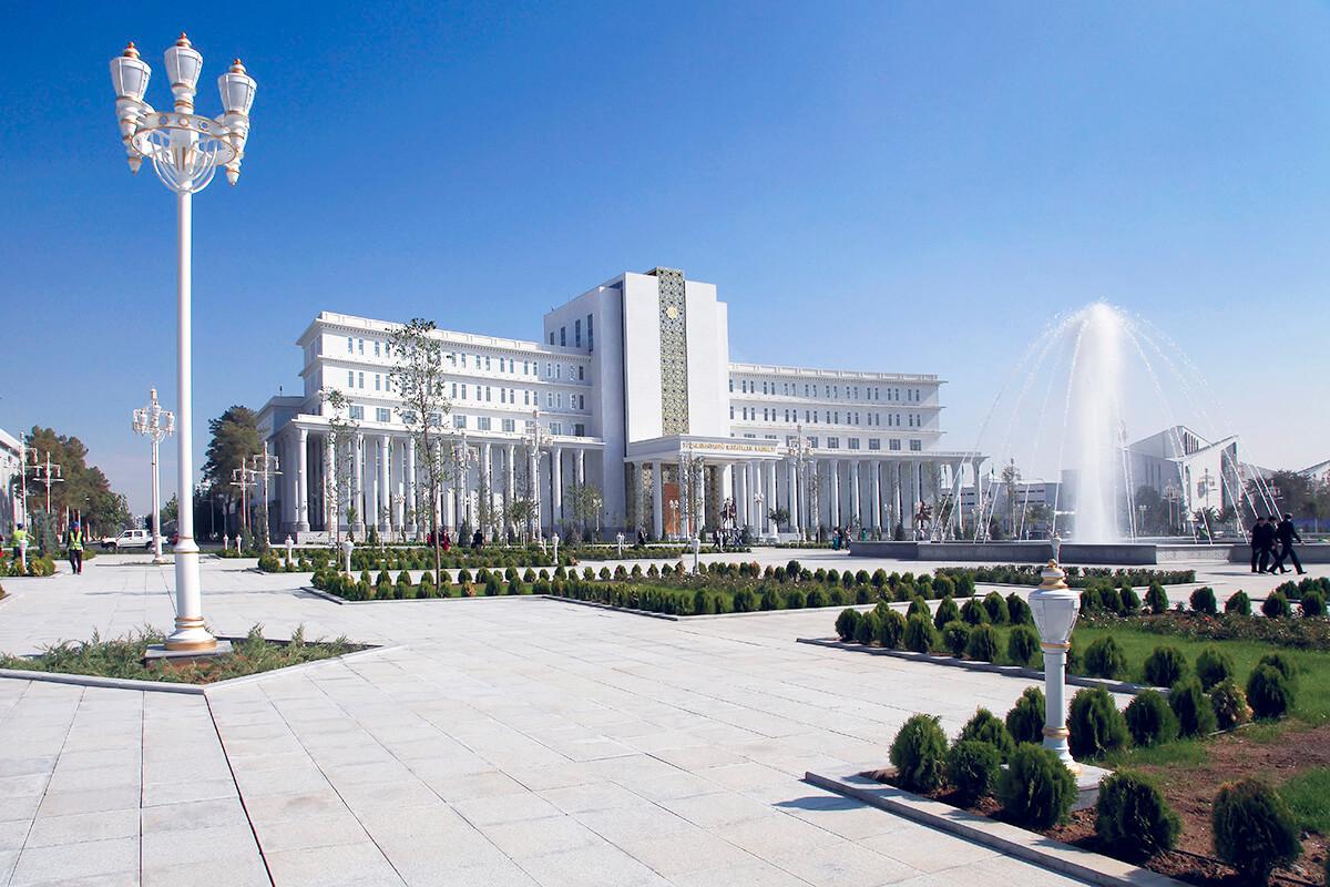 トルクメニスタン アシガバート 中央広場