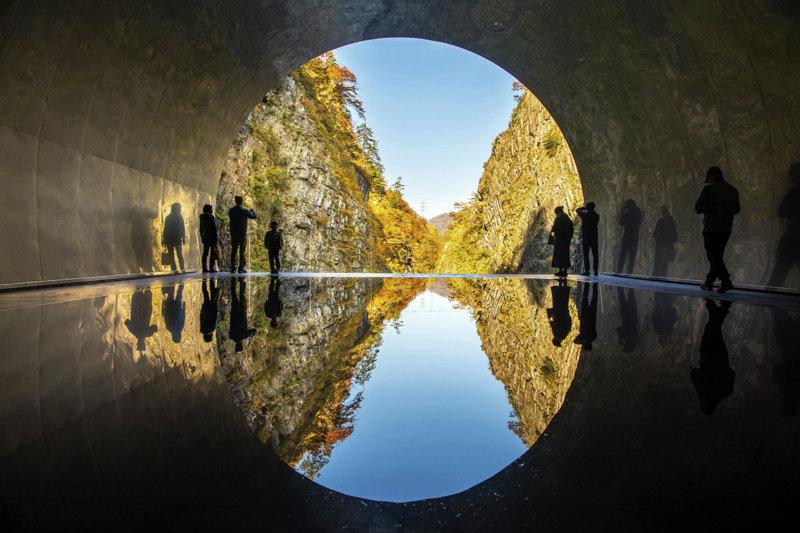 新潟県「清津峡」をいつまででも眺めていたい…! ダイナミックな峡谷美とアートを楽しもう!!