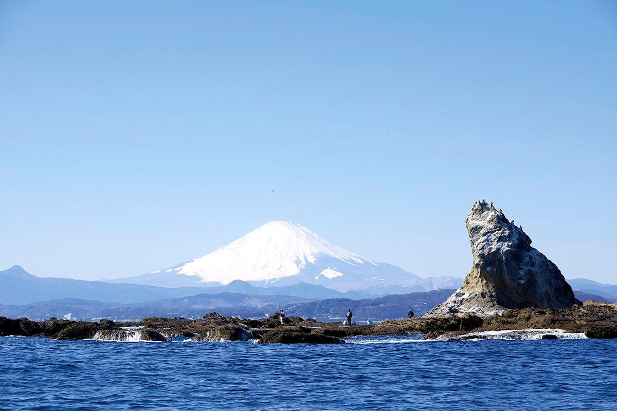 茅ヶ崎・烏帽子岩と富士山