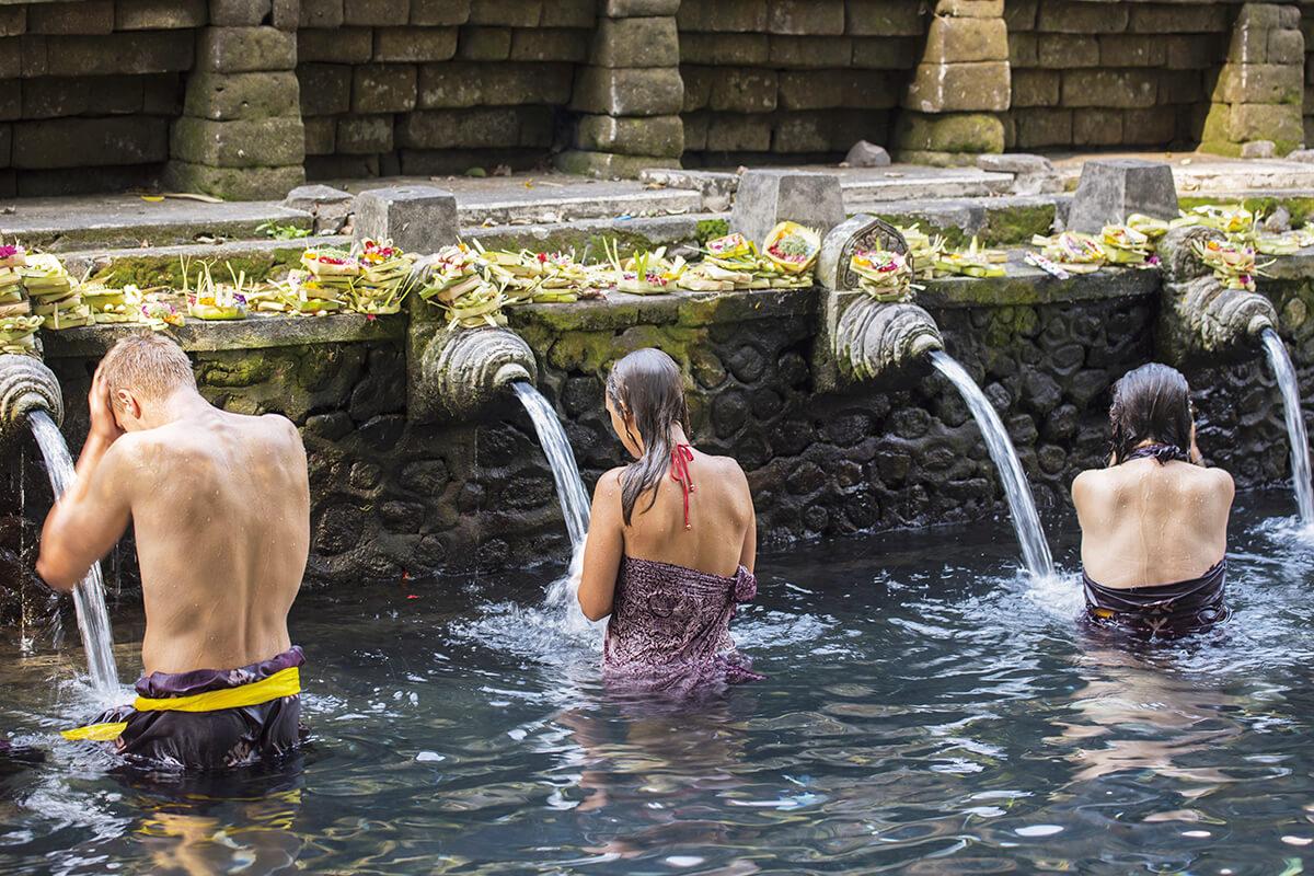 ティルタエンプル寺院 聖なる泉