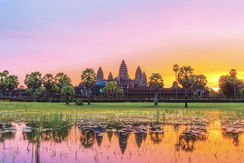 一生に一度は行きたい! カンボジアの世界遺産アンコール・ワットとプノンバケン寺院の絶景