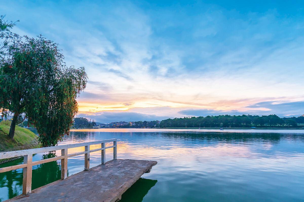 ベトナム スアンフーン湖