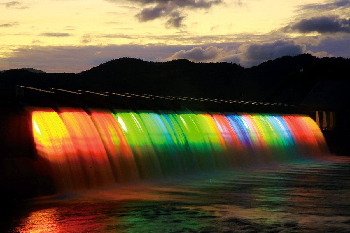 錦秋湖大滝 ライトアップ