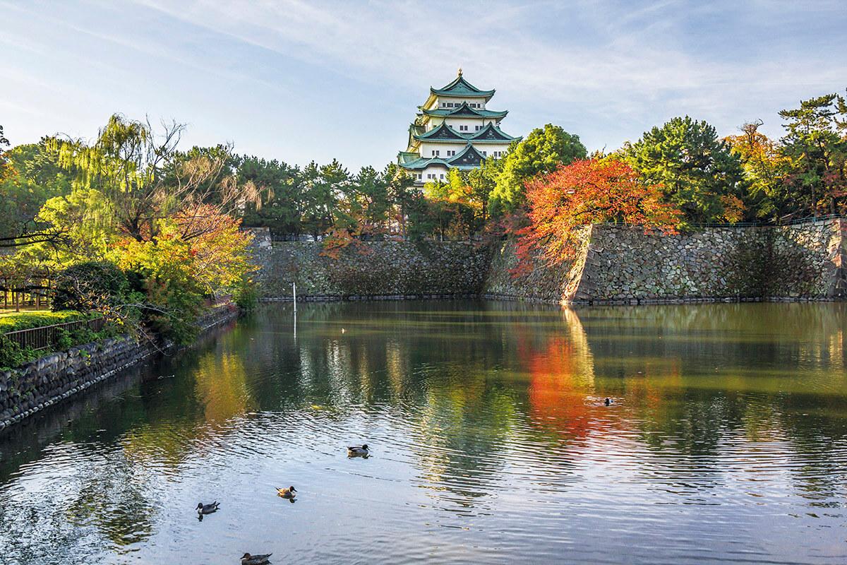お堀の外からみた名古屋城