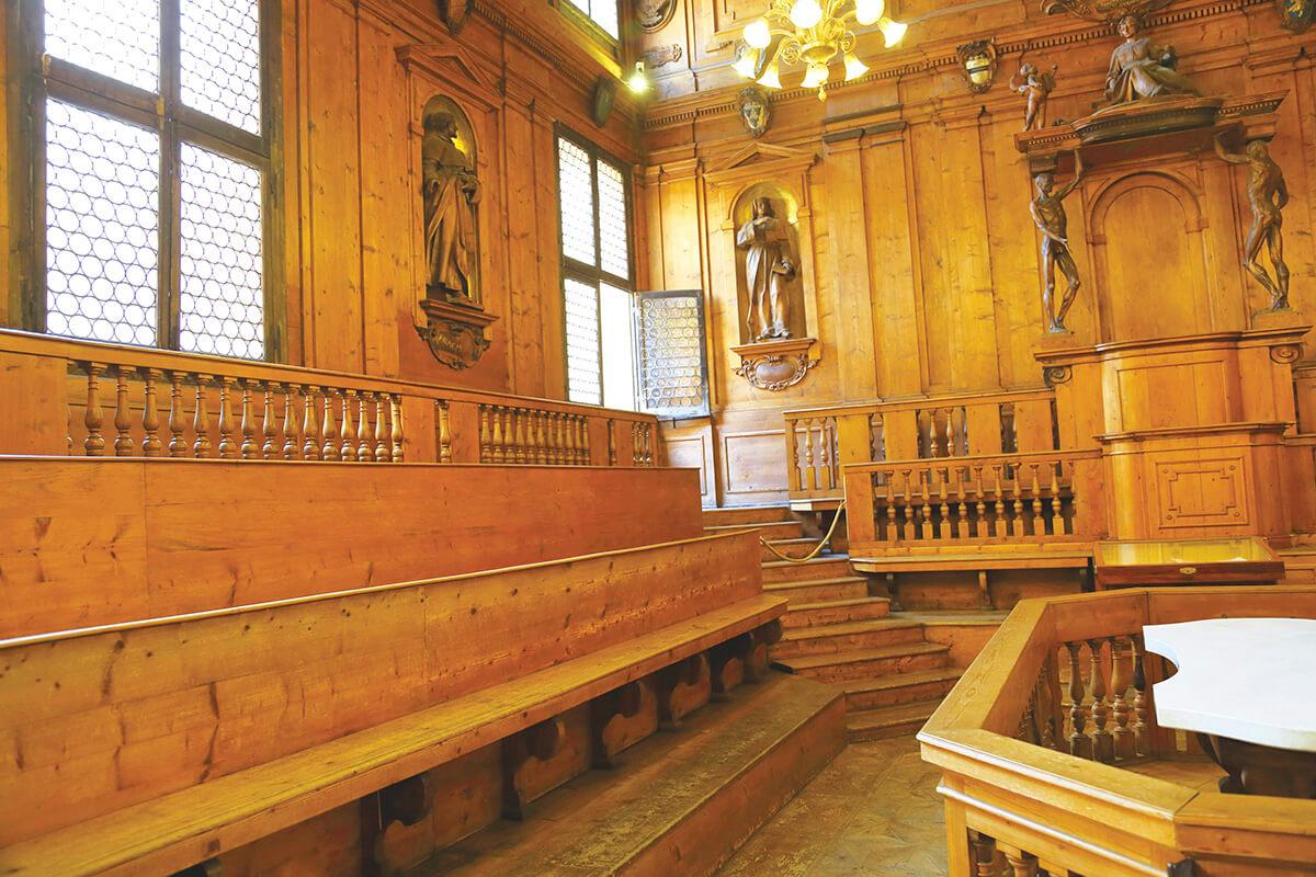 ボローニャ アルキジンナジオの解剖学大階段教室