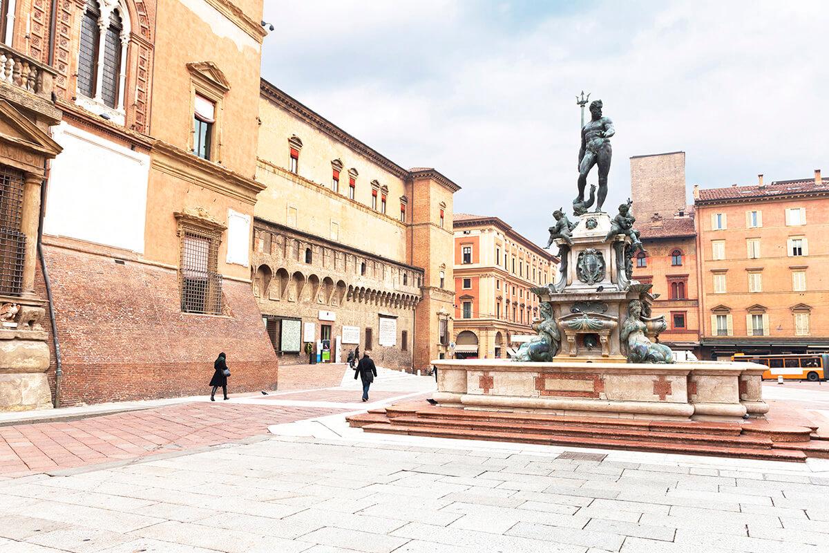 ボローニャ ネットゥーノ広場のネプチューンの噴水