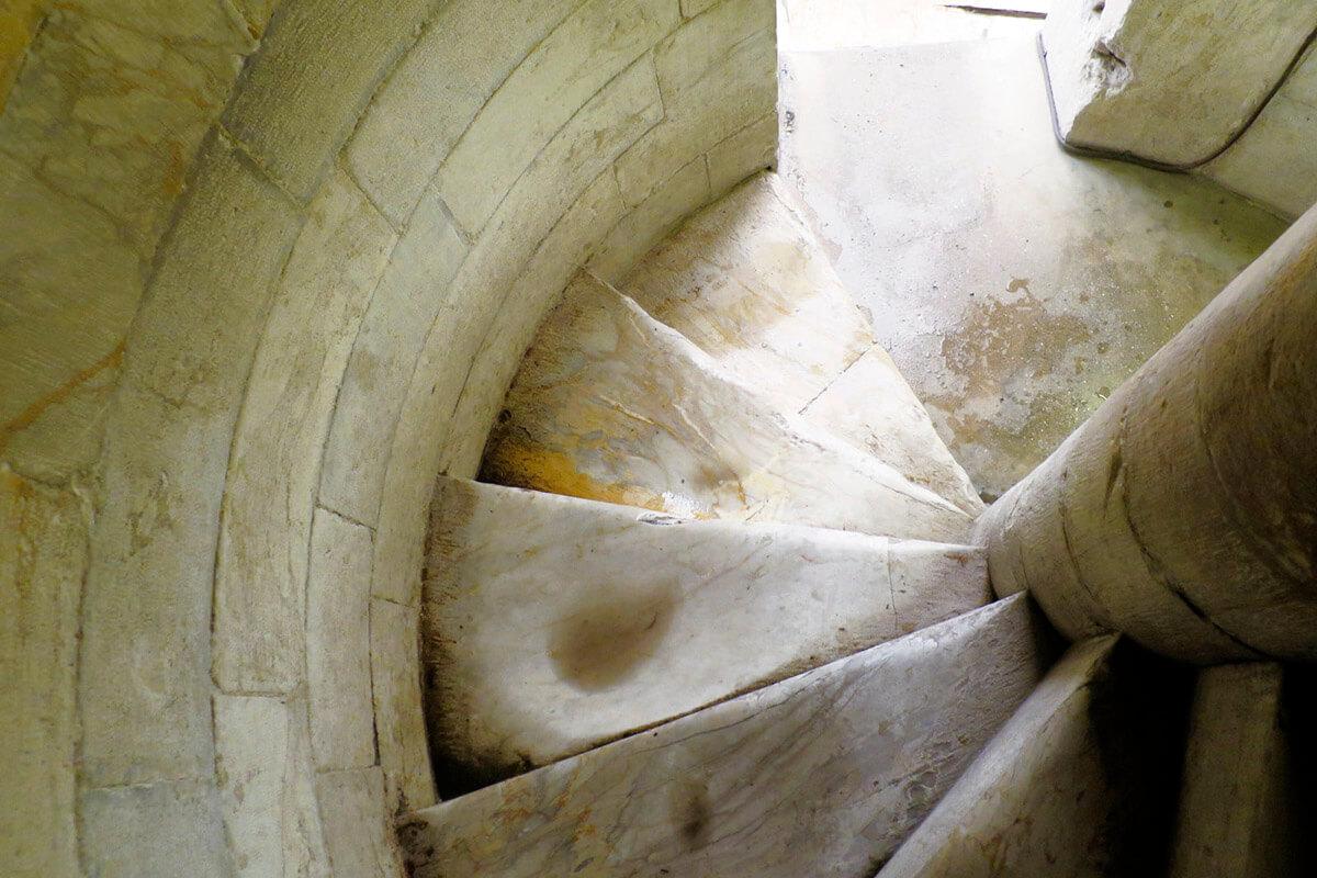 ピサの斜塔 階段