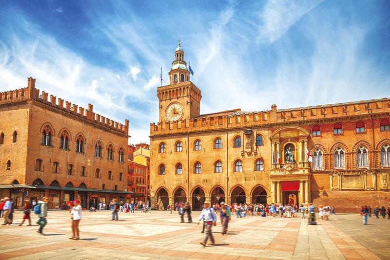 フィレンツェから電車で30分!! イタリア北部の歴史ある街・ボローニャをご紹介!