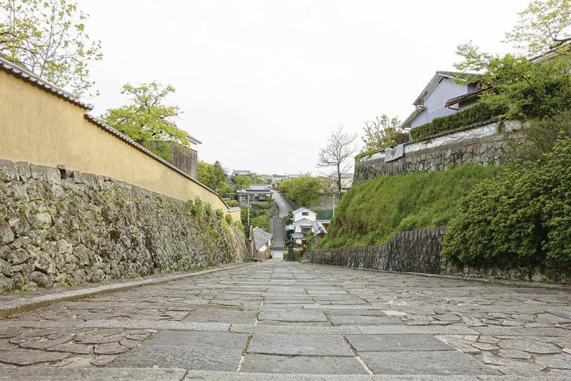 大分県杵築の「サンドイッチ型城下町」ってどういうもの? 石畳の街並みを散策しよう!
