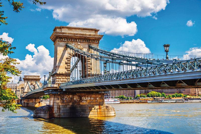 ハンガリー・ブダペストの美しい景色と温泉で癒やされよう。おすすめ観光スポット6選!!