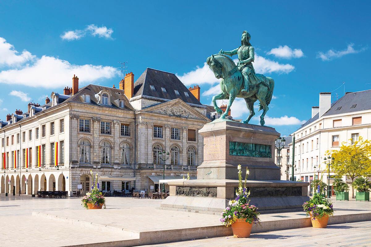 マルトロワ広場の「ジャンヌ・ダルク像」