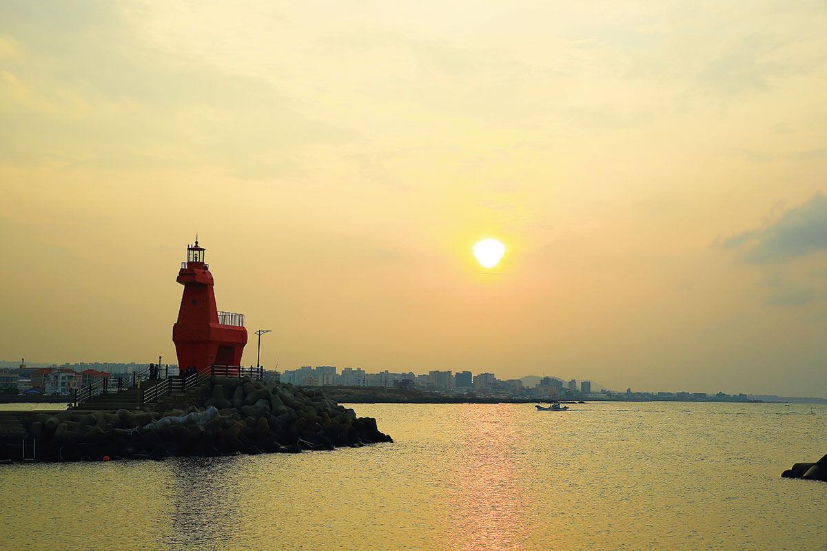 チェジュ島 梨湖テウ馬灯台