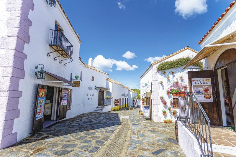 三重県伊勢志摩エリアのおすすめスポット「志摩スペイン村」でグルメやアトラクションを楽しもう!