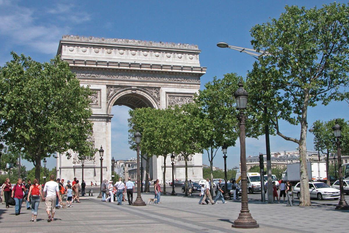 パリ 凱旋門 シャンゼリゼ通り